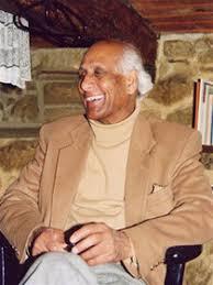 Monsieur Mahesh souriant